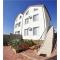 Продаётся уютный действующий гостевой дом расположенный в районе  Голубой бухты