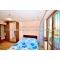 2 комн.        квартира у моря в Ялте,        с панорамным видом,        недорого,        для 6 человек